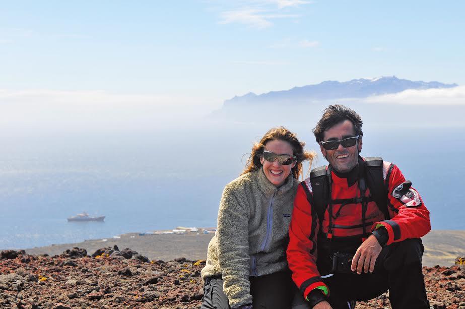 Stéphanie Legeron et Bruno Marie sur l'île de la Possession à Crozet, avec en arrière-plan le Marion Dufresne et l'île de l'Est ©DR