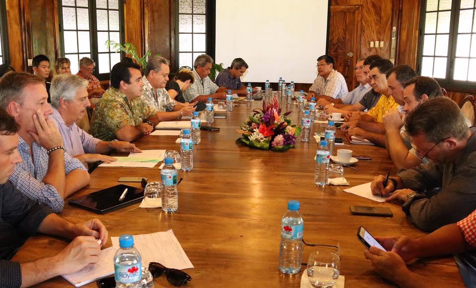 Le Vice-président de la Polynésie française et ministre de l'économie a réunis les acteurs économiques pour recenser et mettre en place les mesures d'aides aux entreprises ©Facebook / Teva Rohfritsch