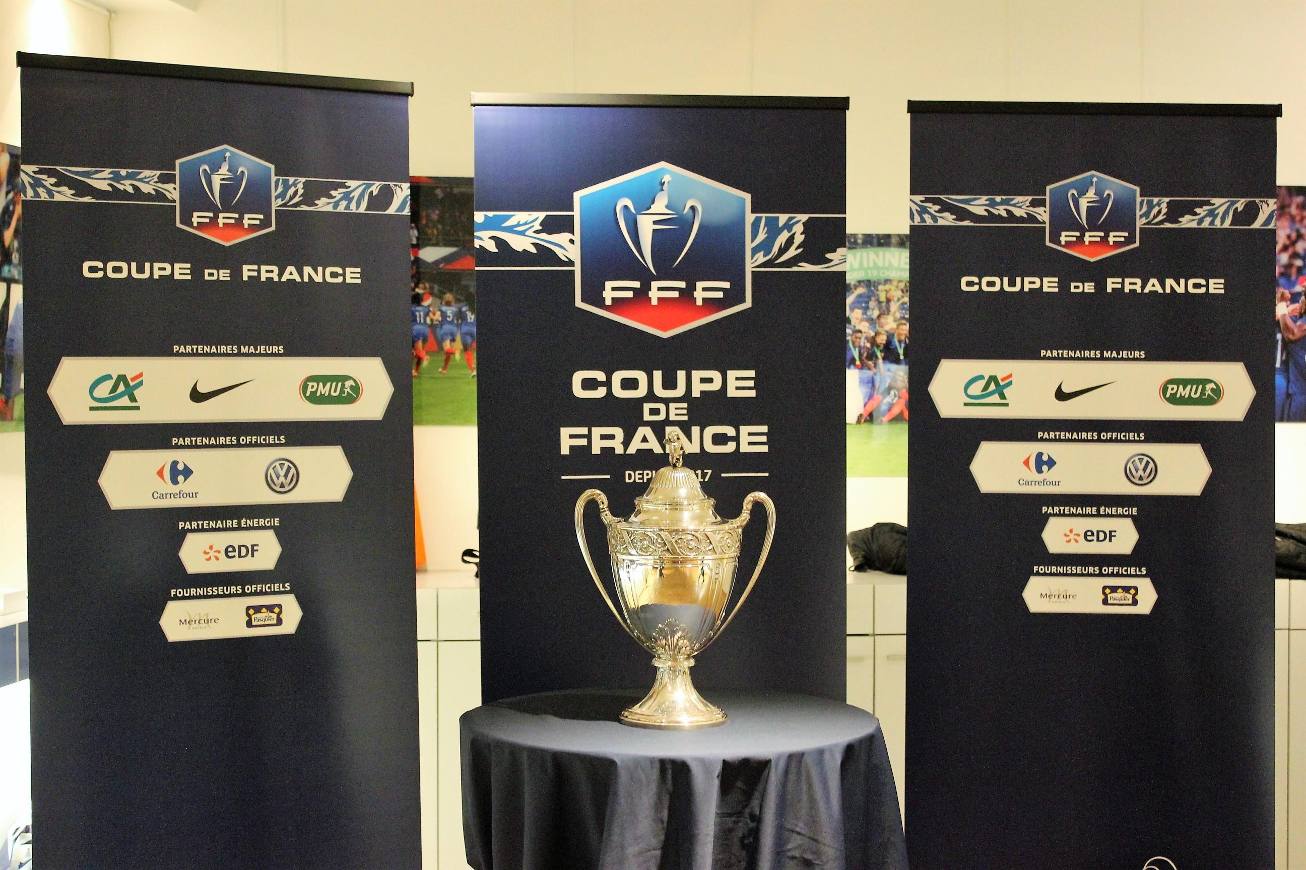 Le Trophée très convoité de la Coupe de France ©Outremers360