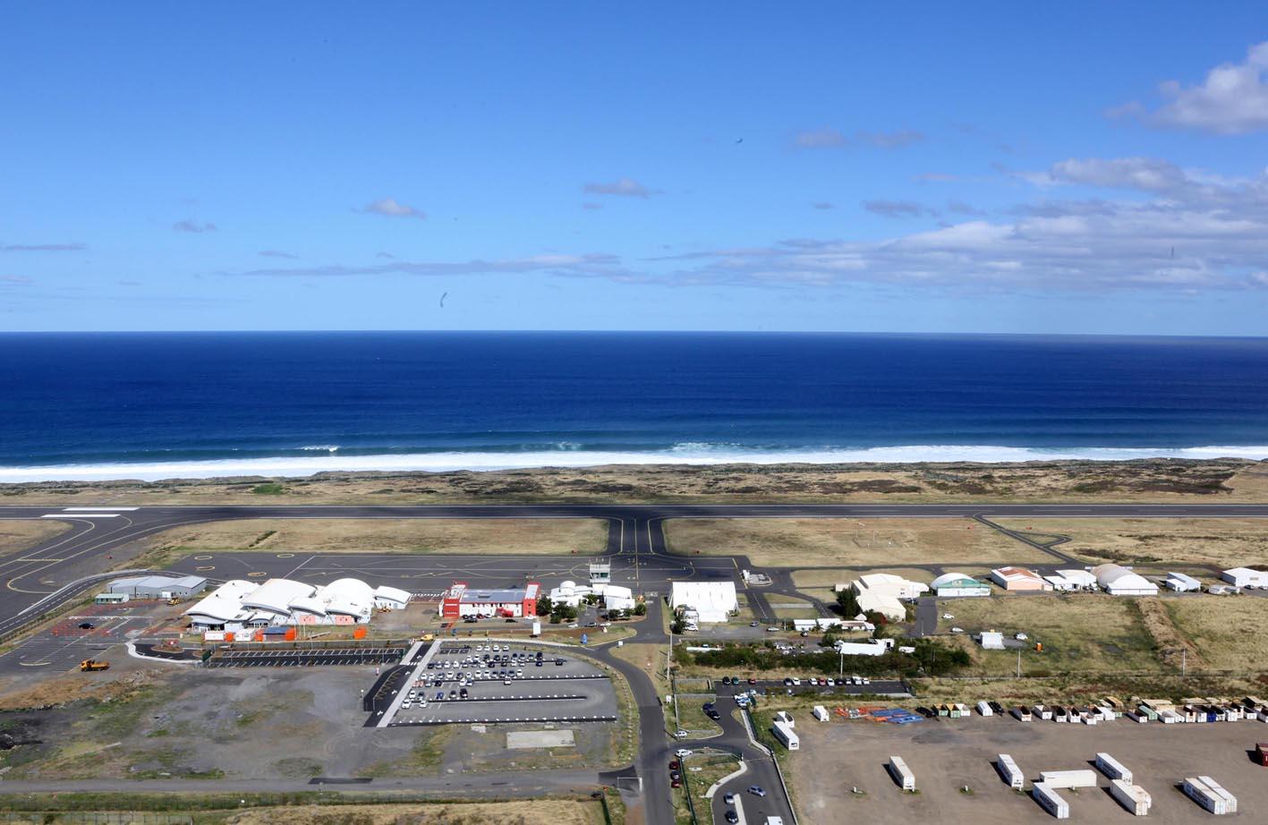 L'aéroport de Pierrefonds au sud de La Réunion ©IPR