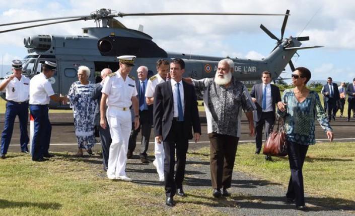 Manuel Valls, George Pau-Langevin et Paul Néaoutyine lors du déplacement de l'ancien Premier ministre en Nouvelle-Calédonie ©DR