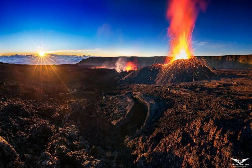 Le Piton de la Fournaise, actuellement en éruption, est une des attraction phare de La Réunion ©Jonathan Payet