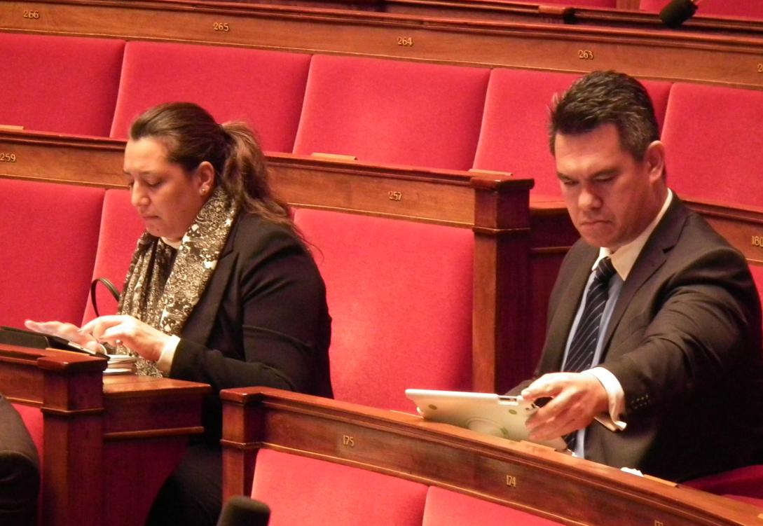 Maina Sage et Jean-Paul Tuaiva, deux des trois députés polynésiens à l'Assemblée nationale ©DR / Tahiti-infos