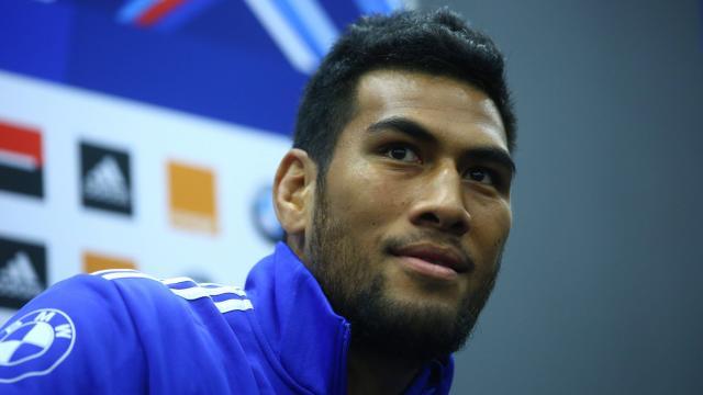 Même devant les médias, le rugbyman wallisien parait plus à l'aise ©Le Parisien