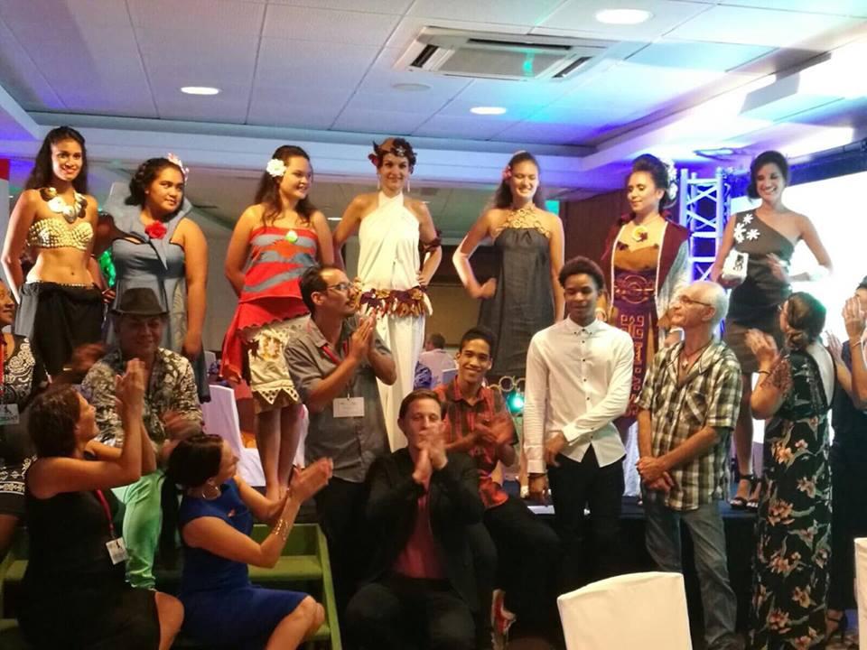 Le défilé de mode avec des vêtements connectés, réalisés en partenariat avec UDesign Fashion ©Outremers360