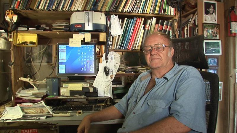 C'est depuis son petit Fare de Moorea qu'Alex du Prel son magazine, devenu une référence de la presse polynésienne ©DR