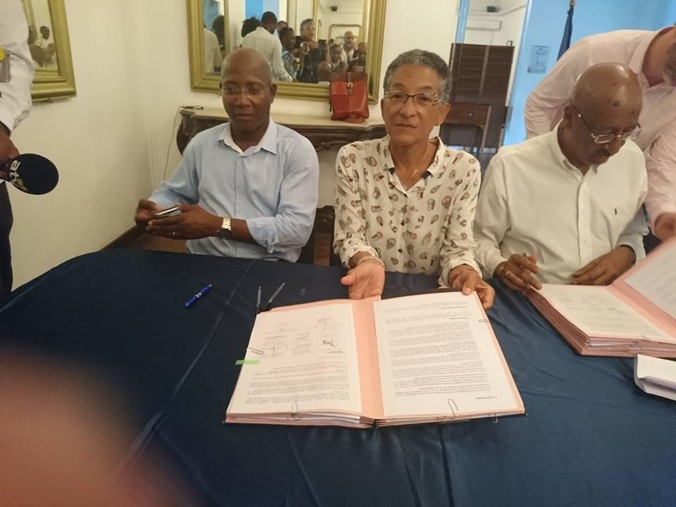 Les élus également présents à la signature de l'Accord de Guyane © Chantal Berthelot Facebook,