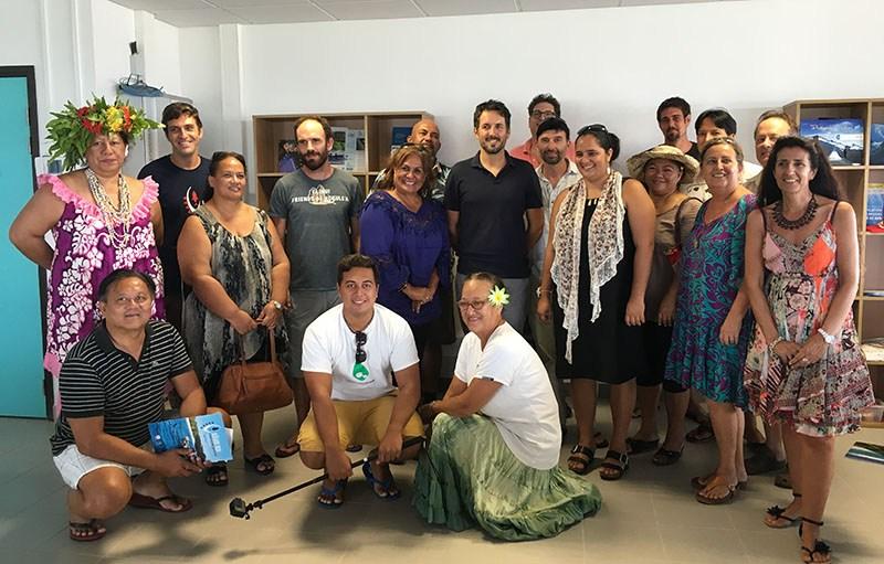 Le slauréats autour de Jérôme Petit, représentant de Pew en Polynésie ©Radio 1 Tahiti