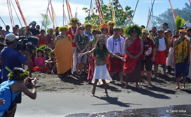 Une importante cérémonie d'accueil a été organisée sur la plage de sable noir de la Pointe Vénus ©Tahiti-infos