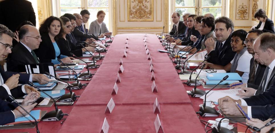 12 ministres étaient réunis aujourd'hui à Matignon, dont la ministre des Outre-mer et le ministre de l'Intérieur ©Jacques Demarthon / AFP