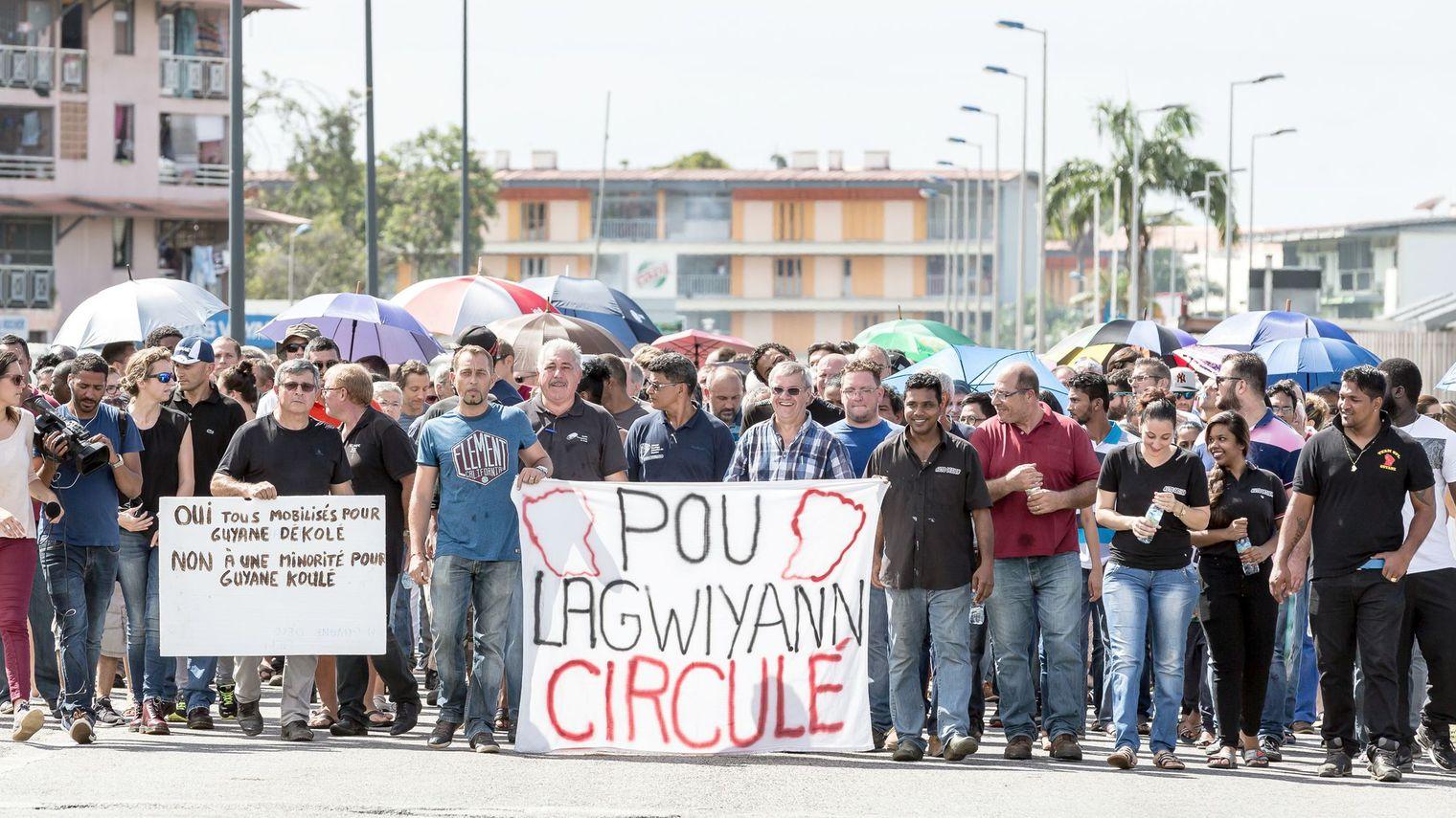"""Le collectif """"Pou lagwiyann circulé"""" demande la fin des blocages ©Jody Amiet / AFP"""