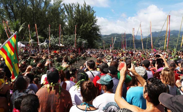 Les Polynésiens sont venus nombreux accueillir la pirogue Hokule'a ©Présidence de la Polynésie française