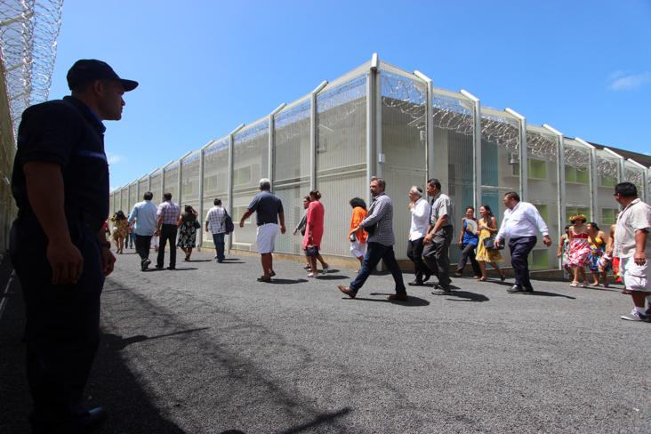 En mars dernier, Jean-Jacques Urvoas, alors ministre de la Justice, inaugurait la nouvelle prison de Polynésie ©Mike Leyral / TNTV