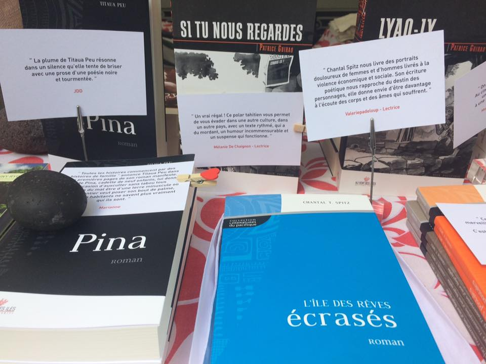 Livres des éditions Au Vent Des Îles ©Khadidja Benouataf