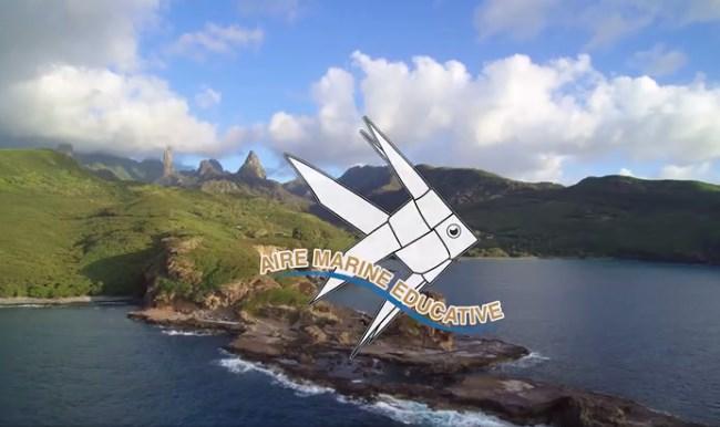Le logo des aires marines éducatives et l'île de Tahuata, où l'aventure des AME a débuté