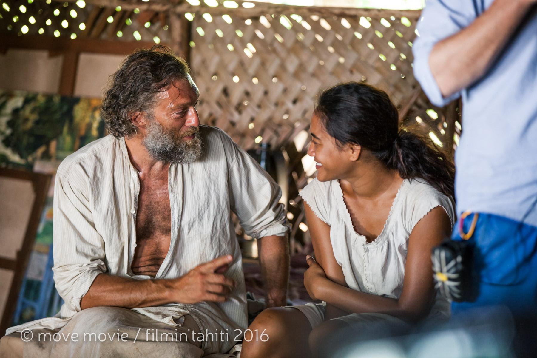 La jeune tahitienne Tuhei Adams donne la réplique à Vincent Cassel, en interprétant le rôle de Tehura, muse du peintre ©Move Movie / Filmin'Tahiti