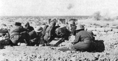Artilleurs français à Bir Hakeim ©Musée de l'Ordre de la Libération