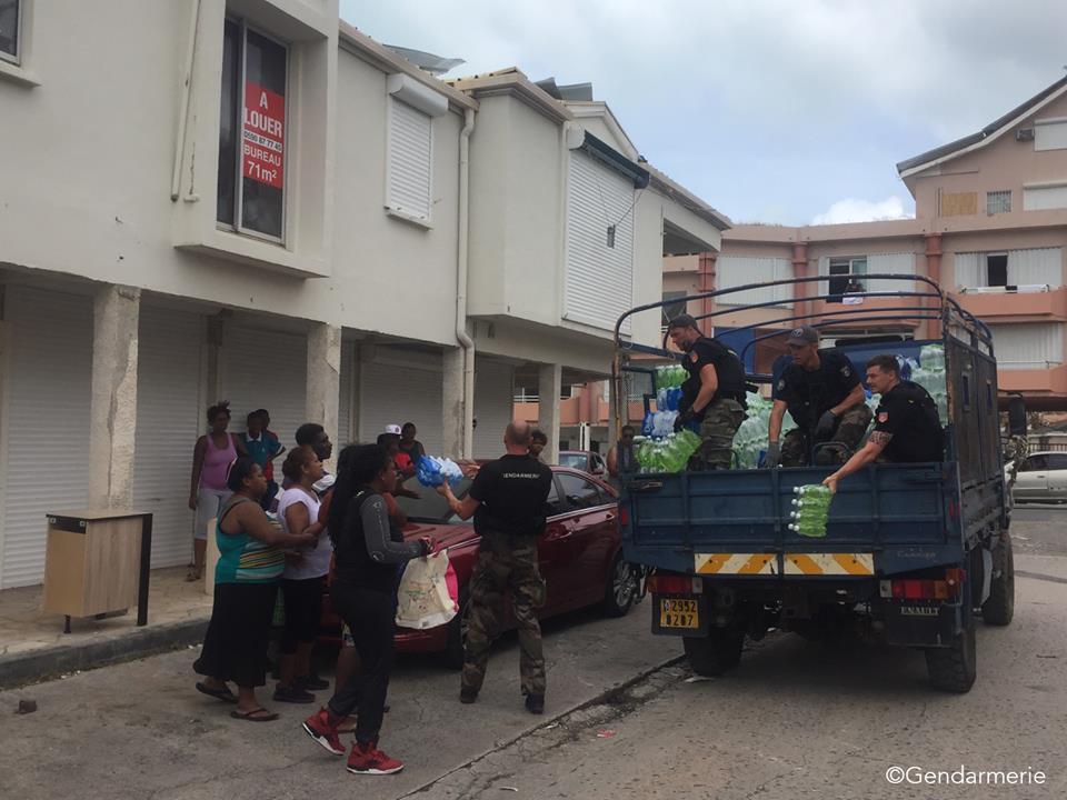 1036 t. d'eau, 85 t. de nourriture et 58 m3 de carburant sont partis de #Guadeloupe malgré la menace de JOSE. © Préfecture de Guadeloupe