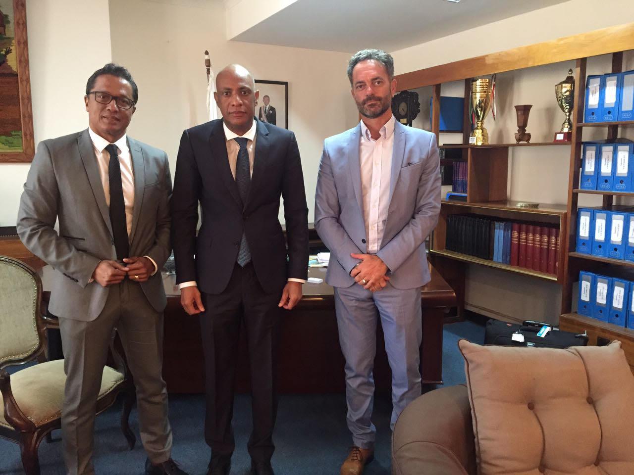 Le ministre du Commerce de Madagascar, entouré par Eric Rajaonary et Christophe Di Donato ©DR