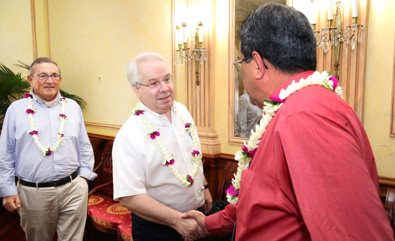 Jean-Paul Dubreuil et Marc Rochet avec le Président de la Polynésie française Edouard Fritch ©Présidence de la Polynésie