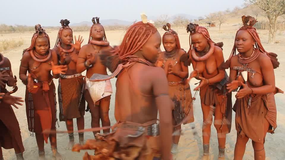 C'est directement auprès des femmes Himbas que Stéphane Helary se fournit, grâce à l'association Phytotrade ©DR
