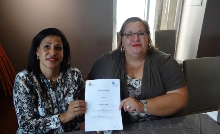 Sandra Casanova et Sophie Charles, Présidente de l'ACCD'OM, lors de la signature d'un partenariat entre le Cluster GAT Caraïbes et l'Association dees Collectivités et Communes d'Outre-mer ©ACCD'OM