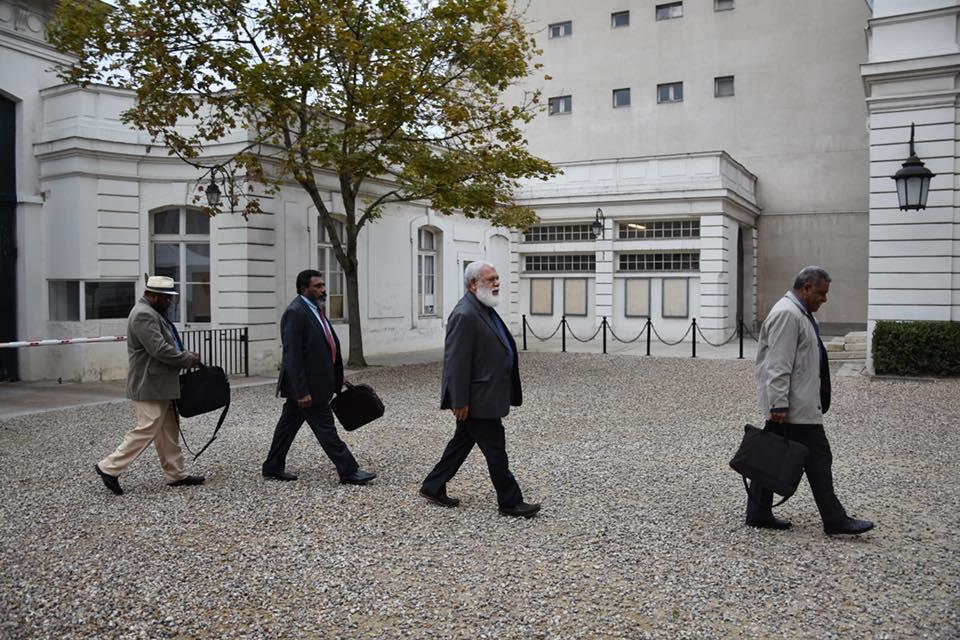 Paul Néaoutyine (deuxième en partant de la droite), leader du Palika et Président de la province Nord, pencherait pour un statut d'Etat souverain avec partenariat ©Outremers360