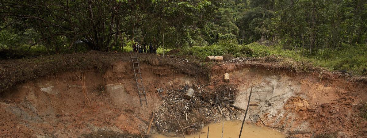 L'orpaillage a un impact environnemental considérable sur le fleuve du Maroni ©Paulo Santos / Reuters