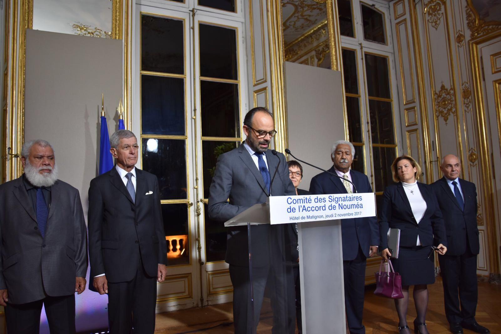 Les élus calédoniens et le Premier ministre lors du dernier comité des Signataires de l'Accord de Nouméa ©Outremers360
