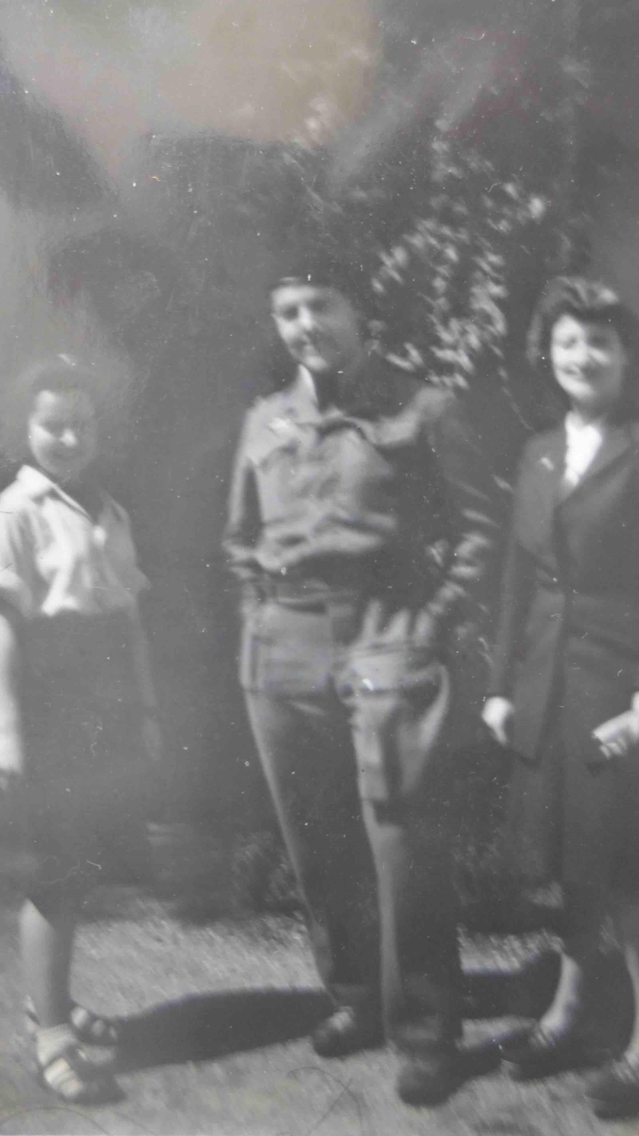 Marie Chamming's à gauche du lieutenant Déplante ©Fonds Chamming's / TR / suez Outre-mer