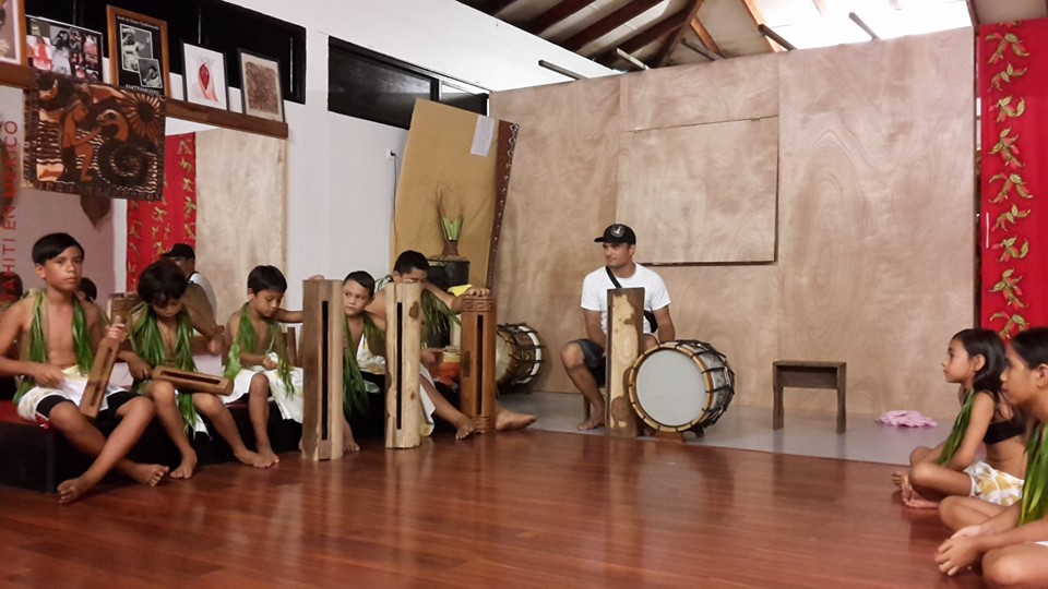 Pour Hinatea Colombani, l'aventure commence physiquement, lorsque qu'elle créé le Centre culturel et artistique dédié aux enfants défavorisés de sa commune ©Centre culturel et artistique 'Arioi