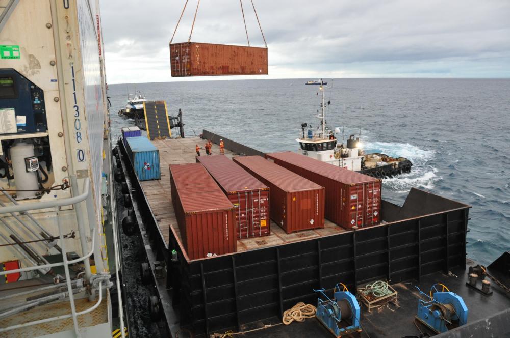Il resterait encore 97 conteneurs à évacuer du navire ©FANC