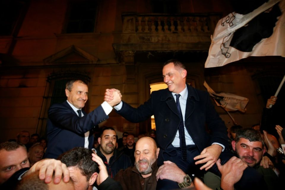 Vers un « nouveau statut constitutionnel » pour la Corse, sur la voie tracée par les Outre-mer ?