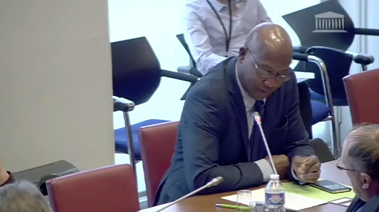 Mutations des fonctionnaires ultramarins: Le député Gabriel Serville interpelle Gérald Darmanin sur des manquements dans l'application dans la loi EROM