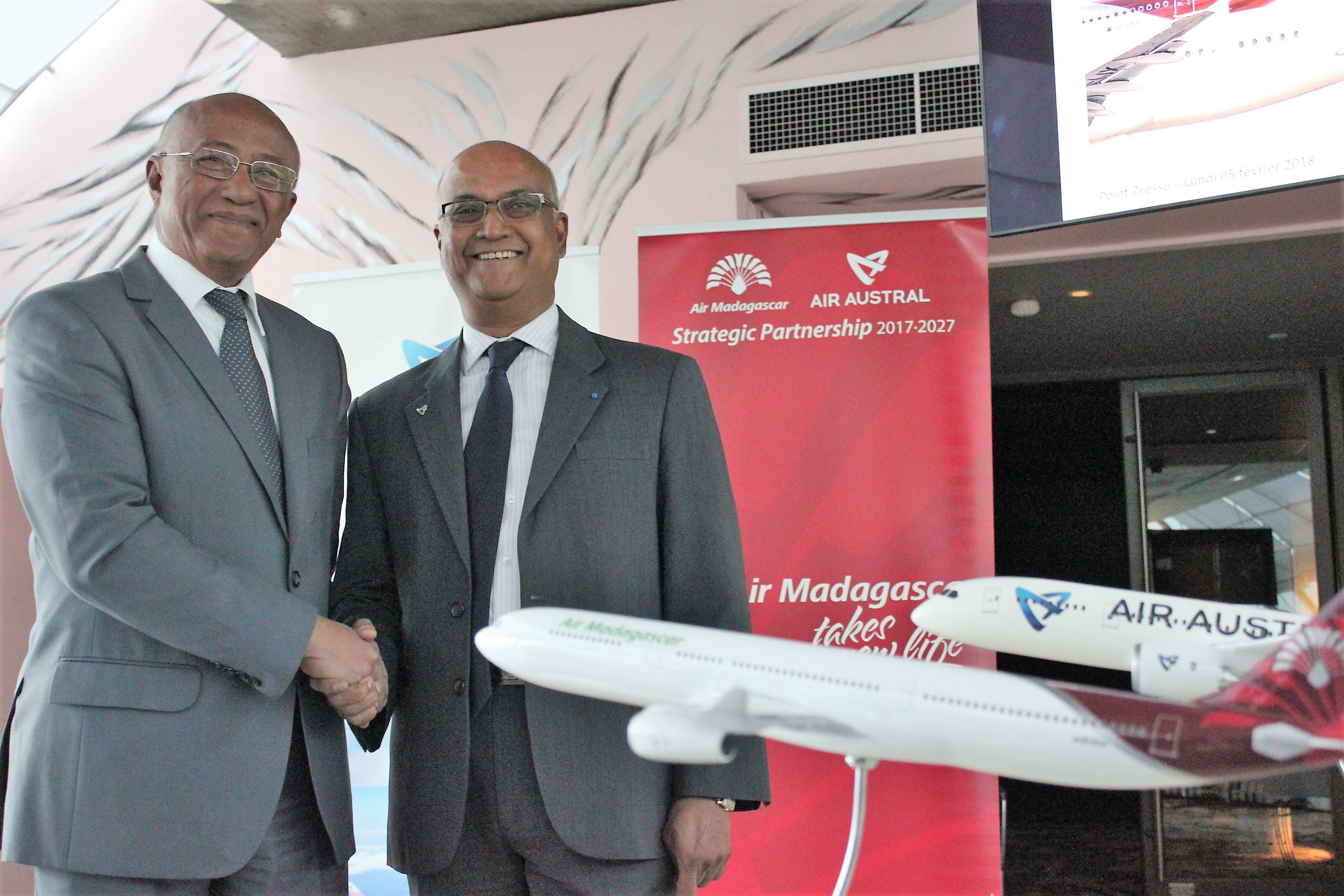 Besoa Razafimaharo et Marie-Joseph Malé, respectivement PDG d'Air Madagascar et Air Austral, lors de l'annonce de leur partenariat à Paris ©Outremers360