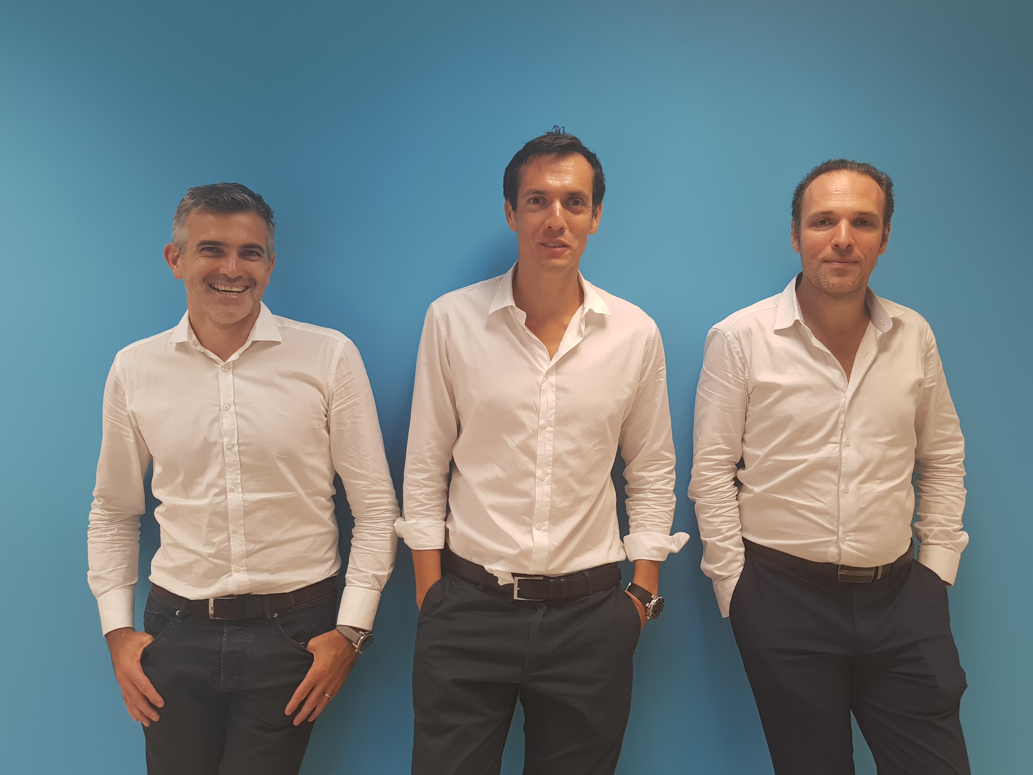 De gauche à droite : Fabrice Boullé – Directeur Compass, Ashley Gaüzère - Président Connekt4 et Rémi Voluer - Directeur Associé Seyes lors de la signature Vendredi 23 février ©Connekt4