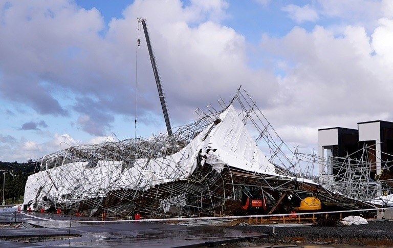 Un échaffaudage s'est effondré après le passage d'une violente tempête, le 11a vril 2018 à Auckland, en Nouvelle-Zélande ©Andy Wharton / AFP