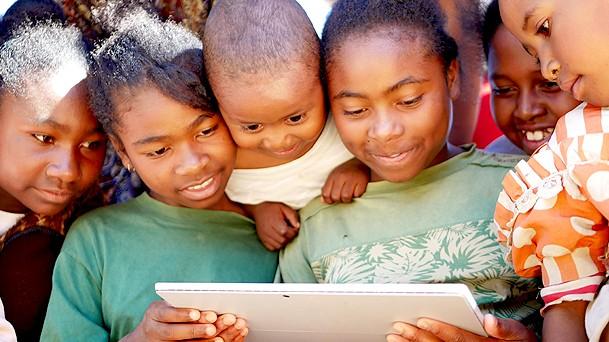 Une start-up réunionnaise connecte un village malgache à l'électricité et à Internet
