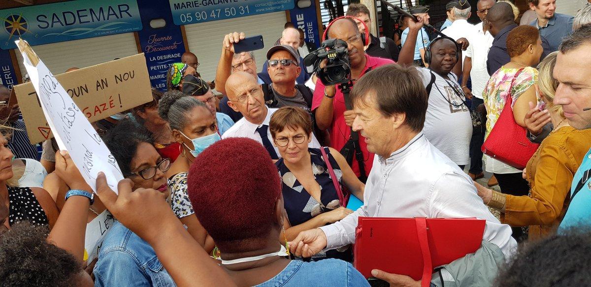 Sargasses aux Antilles: Nicolas Hulot promet un ramassage des sargasses en moins de 48 heures