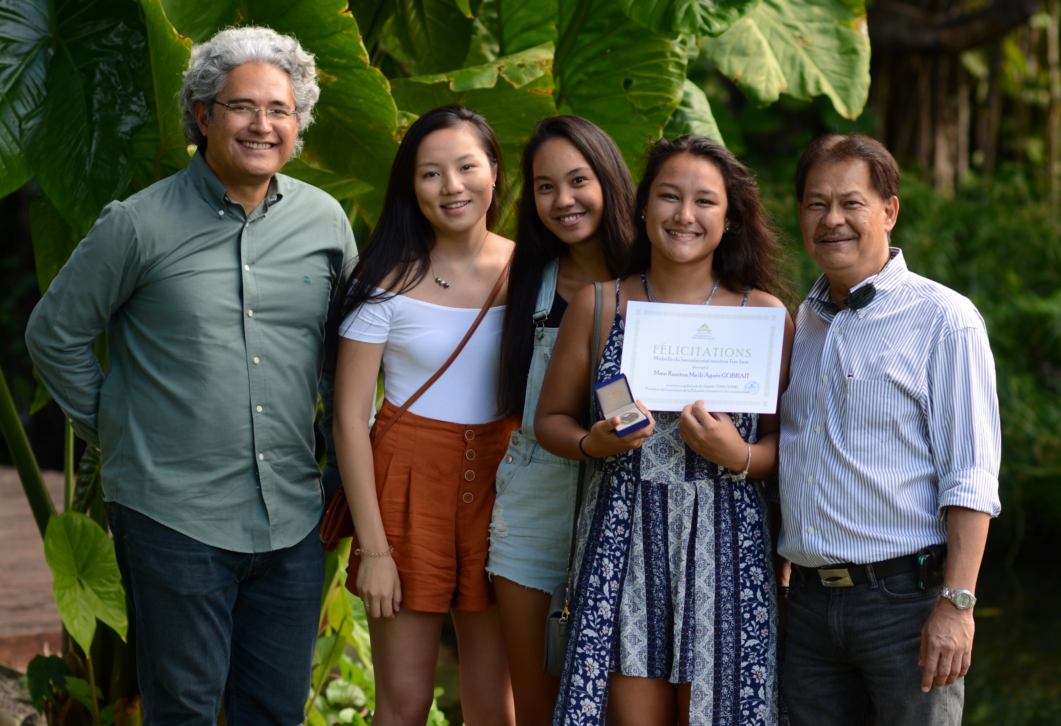 Ranitea Gobrait entourée de son avocat (à gauche), son père (à droite) ainsi que deux de ses camarades  ©Mike Leyral / TNTV