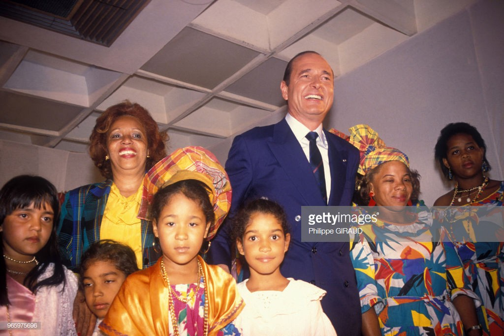 Jacques Chirac et Lucette Michaux-Chevry en voyage aux Antilles à l'occasion des élections présidentielles le 31 mars 1988, France. (Photo by Philippe GIRAUD/Gamma-Rapho via Getty Images)