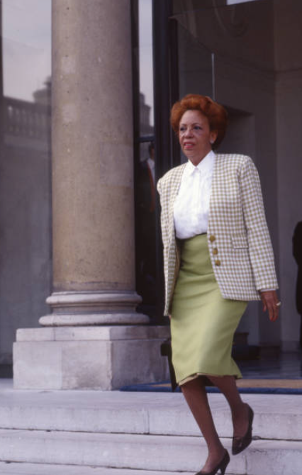 Lucette Michaux-Chevry en tant ministre déléguée chargée de l'Action humanitaire et des Droits de l'homme, sortant du conseil des ministres, dans la cour du palais de l'Elysée, le 2 avril 1993, à Paris, France. (Photo by Michel BARET/Gamma-Rapho via Getty Images)