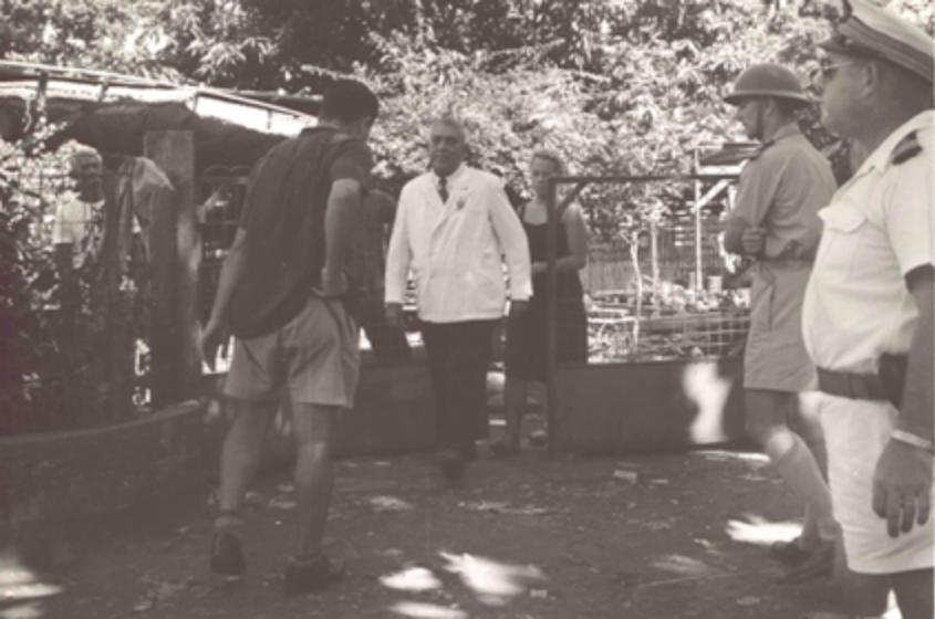 Arrestation de Pouvanaa a Oopa, alors député, en 1958, à son domicile de Papeete ©Archives nationales