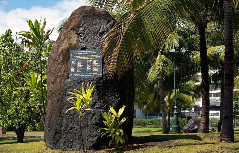 Stèle érigée à Papeete en mémoire des victimes du crash d'Air Moorea ©Radio 1 Tahiti