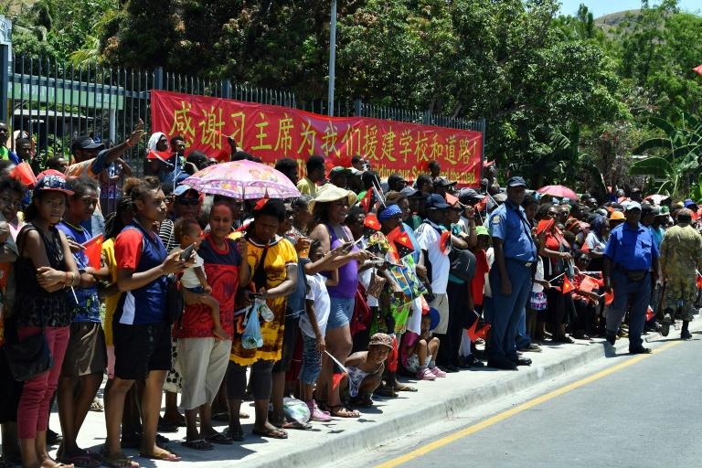 La foule accueillant le président chinois Xi Jinping ©Saeed Khan / AFP