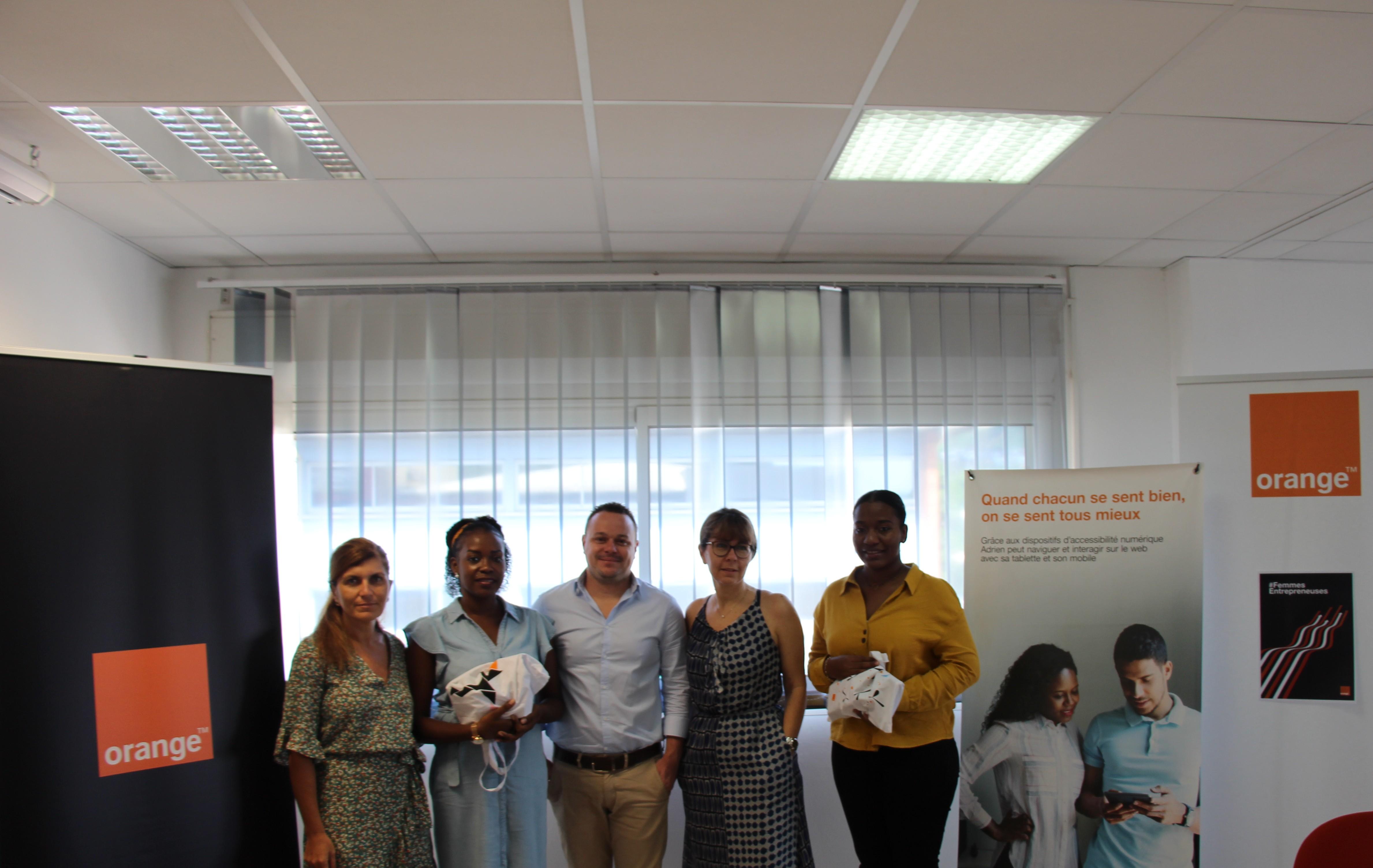 De gauche à droite: Mireille HELOU, Tasmia ABDOUROIHAMAN,  Emmanuel LEGRAS, Gaelle LE VU, Samienti SAID ©Orange