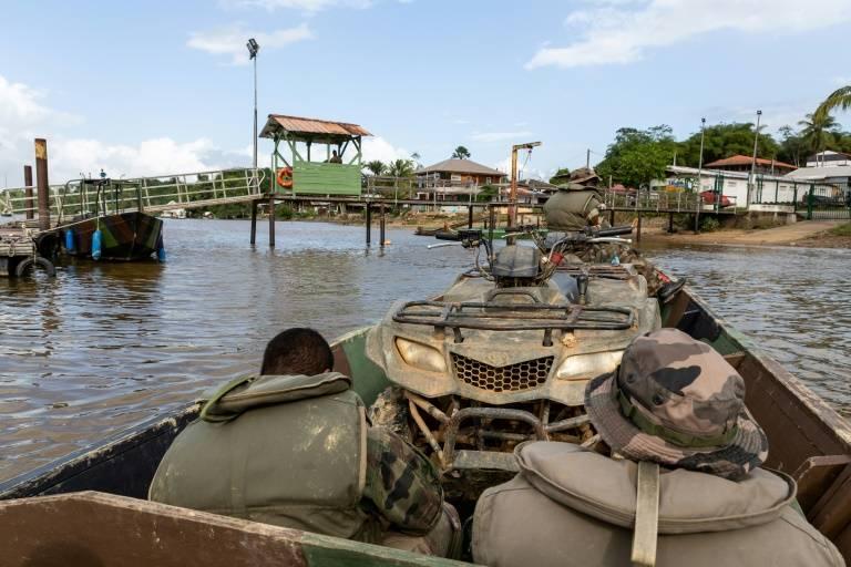 L'équipement des militaires du 9è RIMa stationnés à Saint-Jean-du-Maroni en Guyane française, le 20 janvier 2019 ©Jody Amiet / AFP