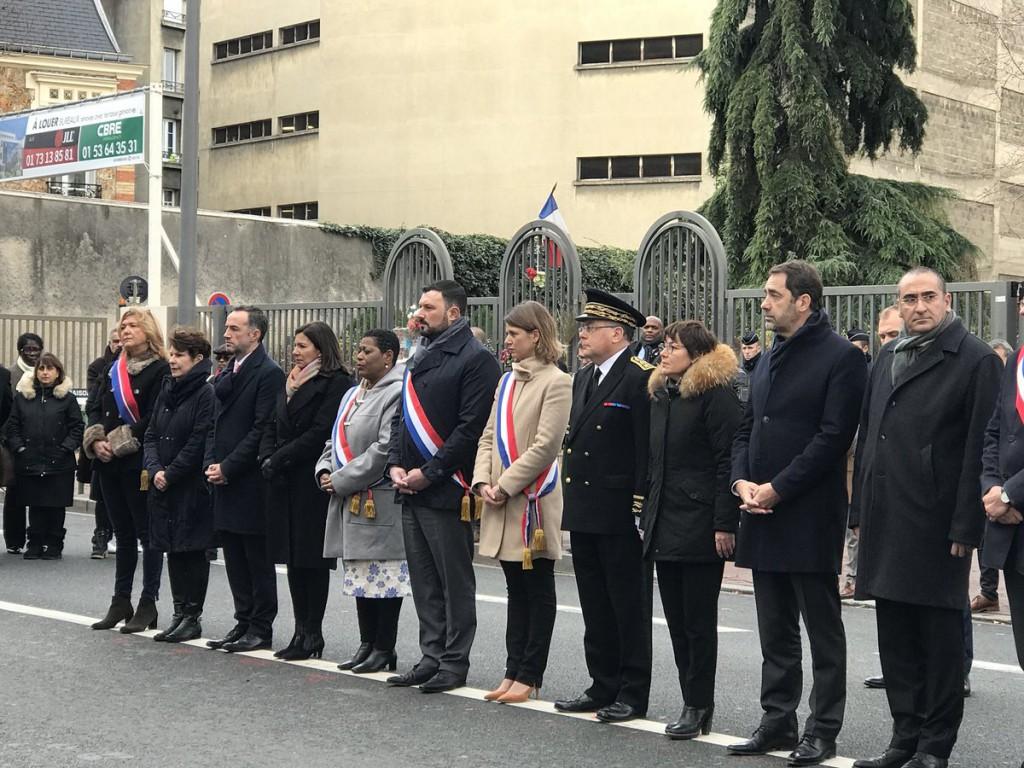 Parmi les élus présents à la cérémonie, la sénatrice Victoire Jasmin a déposé une gerbe devant la plaque commémorative © Annick Girardin
