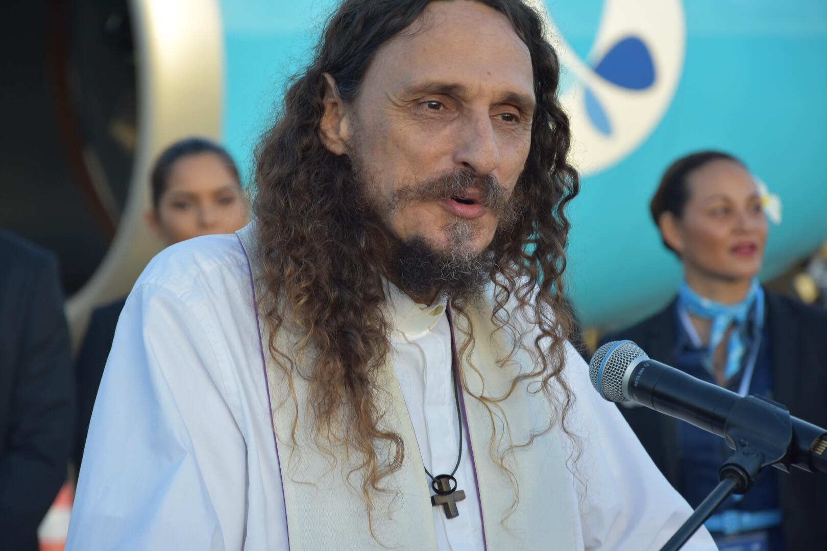 Le Père Christophe, vicaire de Papeete, connu en Polynésie pour son engagement auprès des sans abris de la capitale polynésienne ©Outremers360 (archives)