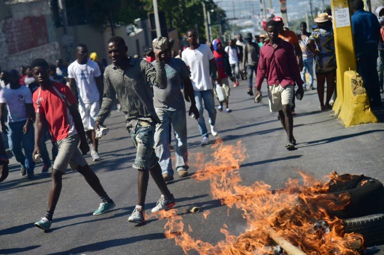 Des manifestants dans les rues de Port-au-Prince le 11 février ©Hector Retamal / AFP
